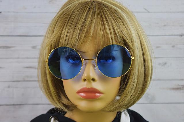 ブルーレンズの眼鏡